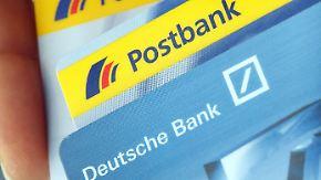 Mitarbeiter treten in den Streik: Deutsche Bank will offenbar die Postbank abstoßen