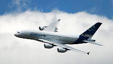 Der Airbus-Chef und sein oberster Verkäufer John Leahy bauen ihre Hoffnungen weiter auf das wachsende Flugaufkommen, das sich weltweit alle 15 Jahre verdoppelt.