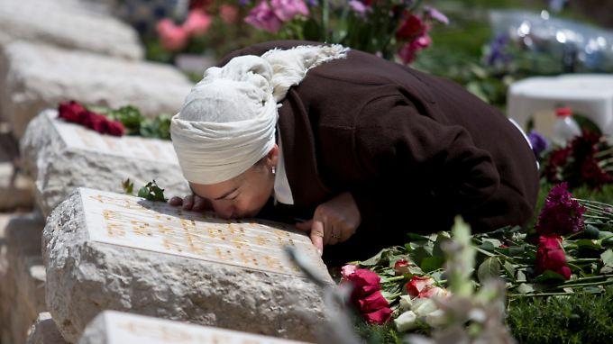Israelis gedachten am Mittwoch der Toten, die durch Anschläge und in den Kriegen Israels ums Leben gekommen sind.