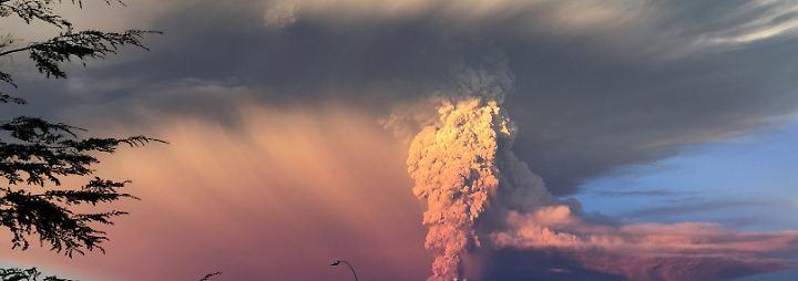 Zum ersten Mal seit 40 Jahren bricht der Vulkan Calbuco aus.