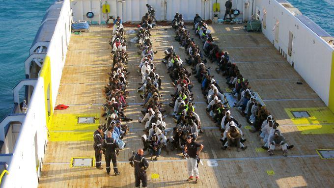 Erst am 13. April 2015 rettete die Hamburger Reederei Opielok wieder Hunderte Flüchtlinge aus dem Mittelmeer.