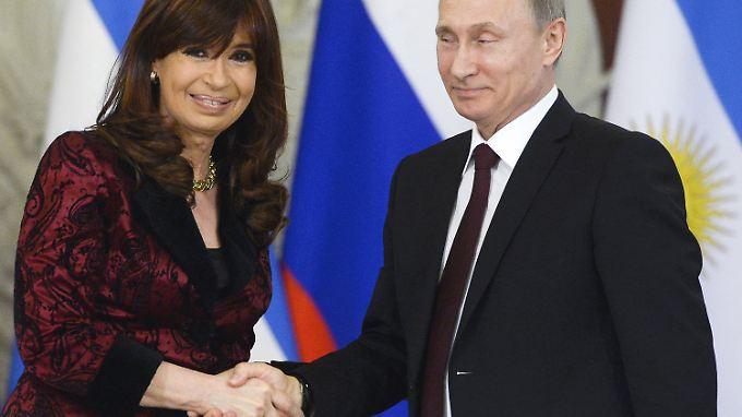 Händedruck zum historischen Abkommen: Kirchner und Putin.