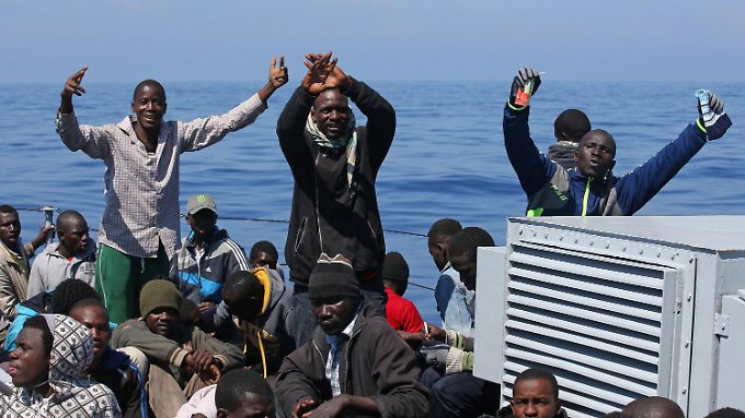 Diese Flüchtlinge wurden am Donnerstag auf das italienische Festland gebracht. Dort bleiben aber die wenigsten.