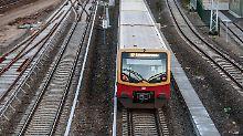 Geschlagen, getreten, verletzt: 36-Jähriger in Berliner S-Bahn attackiert