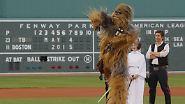 Oder hier? Warum spielen die Star-Wars-Helden Chewbacca, Prinzessin Leia und Han Solo plötzlich Baseball?