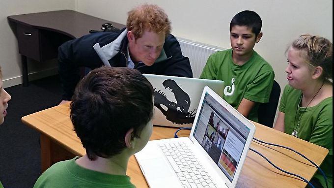 Der Deutschunterricht findet an der Halfmoon Bay Schule per Videoübertragung statt.