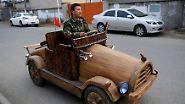 ... wie Fulongs Holz-Oldtimer mit einem Elektromotor. Und der ist immerhin 30 km/h schnell.