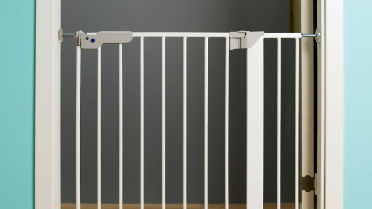 gef hrliche stolperfalle ikea ruft kindergitter zur ck n. Black Bedroom Furniture Sets. Home Design Ideas