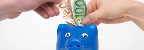 Wenn Paare einen gemeinsamen Haushalt gründen, legen sie oft auch ihre Finanzen zusammen.