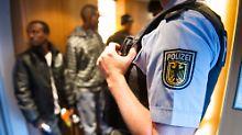 Gegen einen Beamten der Bundespolizei wird wegen des Verdachts der Körperverletzung im Amt ermittelt.