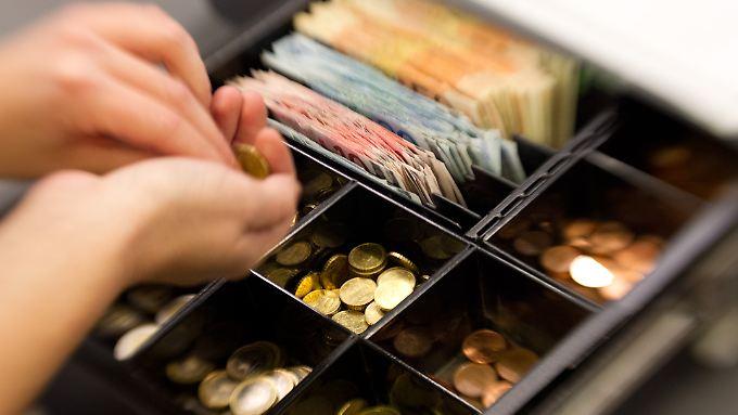 Bargeld nicht mehr zeitgemäß?: Wirtschaftsweiser fordert Abschaffung von Münzen und Scheinen