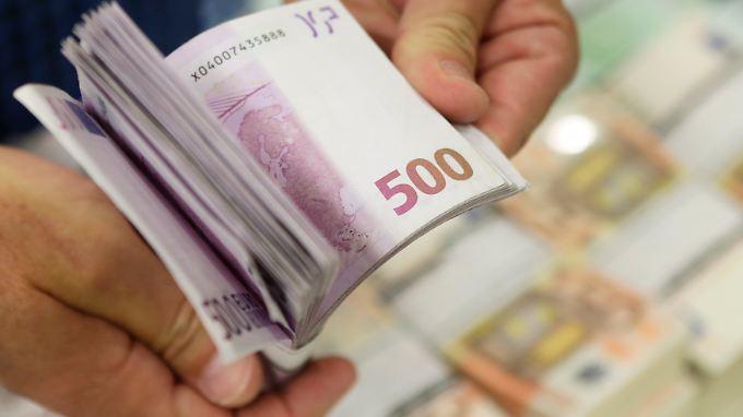 Die Bundesregierung denkt darüber nach, Bargeldzahlungen einzuschränken.