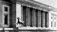 Dort ragten sie am Säulengang der Gartenfront empor, wie eine Aufnahme von 1939 zeigt.