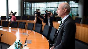 BND-Chef vor Ausschuss: Schindler verteidigt Zusammenarbeit mit NSA