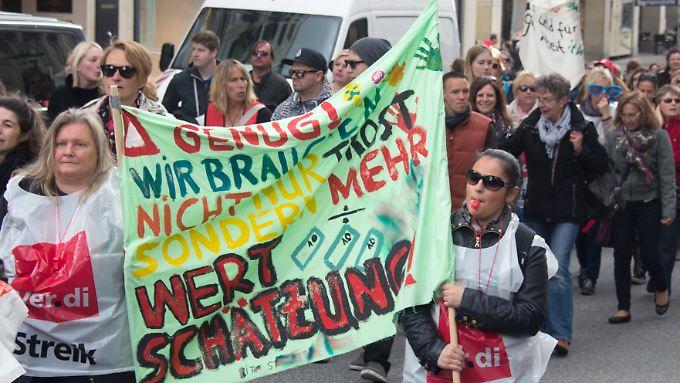 Wollen nicht nur Trost, sondern mehr Wertschätzung für ihren Beruf: Hunderttausende Erzieherinnen streiken.