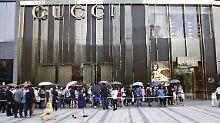Gucci senkt Preise um die Hälfte: Chinesen stürmen Luxusläden