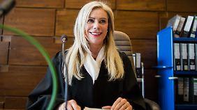 Die Vorsitzende Richterin Sabine Grobecker leitet die Verhandlungen.