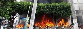 Wahlen in Mexiko stehen bevor: Lehrer randalieren, legen Feuer bei Parteien