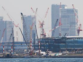 Rege Bautätigkeit in Tokio.
