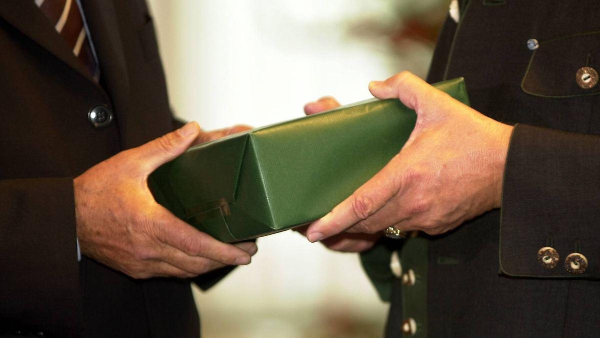 Geschenke von gesch ftspartnern was d rfen arbeitnehmer for Geschenke an arbeitnehmer buchen