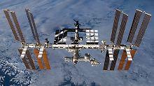 Trümmerteile bedrohen die ISS: Raumstation muss ausweichen