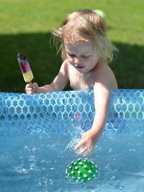 Vor allem Kleinkinder fallen kopfüber ins Wasser.
