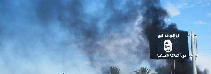 Immer wieder fliegen die internationalen Kräfte Luftangriffe gegen die Terroristen - wie hier im November 2014.