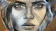 Eine Handvoll Kate Moss: Promi-Porträts zieren Gliedmaßen