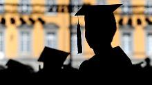 Gehalt von Berufseinsteigern: Wo es mit Doktortitel mehr Geld gibt