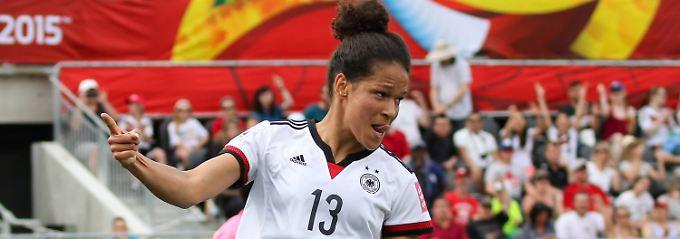 """""""Fußball ist meine Leidenschaft"""": Celia Sasic."""