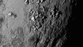 """Besuch beim Zwergplaneten: """"New Horizons"""" schickt erste Bilder von Pluto"""