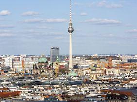 Blick auf den Fernsehturm, eines der Wahrzeichen Berlins. Wer will hier schon wohnen?