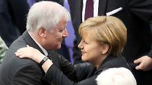 Person der Woche: Angela Merkel: Friedensnobelpreis oder Seehofer?