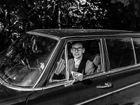 Flake liebt Autos über alles und gibt gern viel Geld dafür aus - nur alt müssen sie sein.