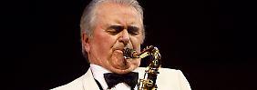 An seinem 80. Geburtstag feiert Max Greger mit der Big Band des SWR in der Münchner Philharmonie.