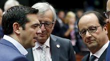 Der griechische Premier Tsipras mit EU-Kommissionspräsident Juncker  und dem franszöischen Premier Hollande (v.l.).