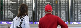 Reisende erhalten nur dann eine Entschädigung für eine erhebliche Flugverspätung, wenn sie auch mit der verspäteten Maschine geflogen sind.