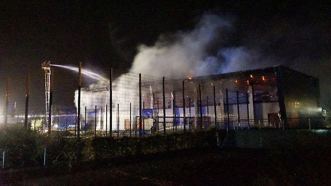 Im August 2015 brennt in Nauen eine Sporthalle, die eine Flüchtlingsunterkunft werden sollte. Steckt Maik Schneider hinter dem Anschlag?
