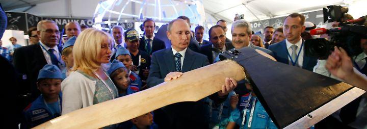 """Flugschau mit Putin und """"fliegender Axt"""": Russland lässt die Flieger kreisen"""