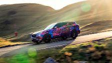 Die Leichtbautechnik der Limousinen XE und XF soll den erfolgreichen Porsche-Weg beschreiten und die Edelmarke endgültig aus der Nische führen. Start: Anfang 2016.