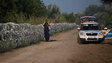 Schließlich verläuft zwischen Serbien und Ungarn eine EU-Außengrenze. Bisher war sie nur spärlich befestigt. Jetzt verläuft hier überall mindestens eine Barriere aus Stacheldraht.
