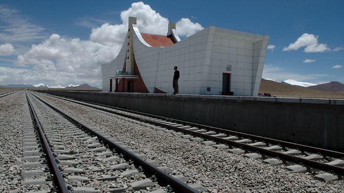 Strecke der Superlative: Die Station Tanggula auf 5068 Metern Höhe ist der höchste Bahnhof der Welt.