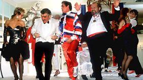 """Mario Adorf zusammen mit Corinna Drews und Harald Leipnitz im November 1985 in der TV-Serie """"Kir Royal"""" von Regisseur Dietl."""