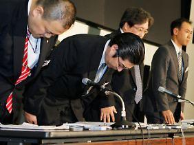 Yoshida (2.v.l) im September 2010.