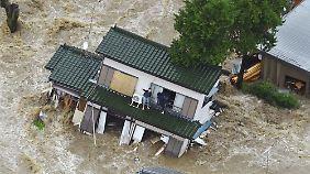 Notstand nördlich von Tokio: Menschen hoffen auf Rettung vor Wassermassen