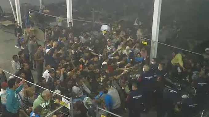 Neue Schockbilder aus Ungarn: Osteuropa stemmt sich gegen Flüchtlings-Quote
