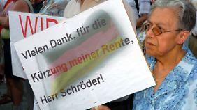 Protest im August 2004. Die Agenda 2010 verhalft Oskar Lafontaine zu einer zweiten Karriere als Politiker.