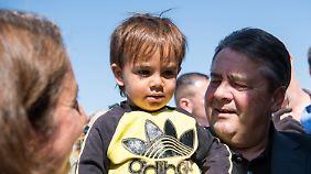 """""""In unserem Interesse, zu helfen"""": Gabriel besucht Flüchtlingslager in Jordanien"""