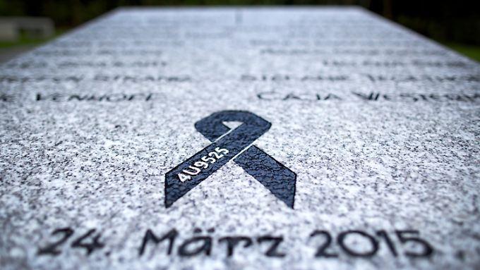 In Haltern am See erinnert eine Gedenkstätte an die Opfer der Tragödie. 16 Schüler und zwei Lehrerinnen waren an Bord des Unglücksflugs 4U9525.