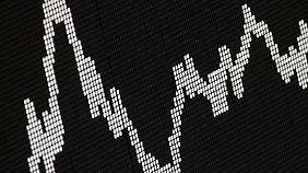 Bei der Auswahl von Fonds sollten Verbraucher auf verschiedene Details achten. Die Volatilität gibt etwa an, wie stark der Wert eines Fonds um seinen Mittelwert schwankt. Foto:Frank Rumpenhorst